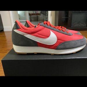 W Nike Daybreak Red/ iron grey new no box